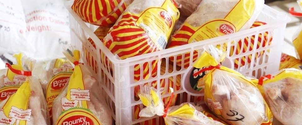 A couple in Albay donated almost a thousand Bounty Fresh chicken to a barangay.