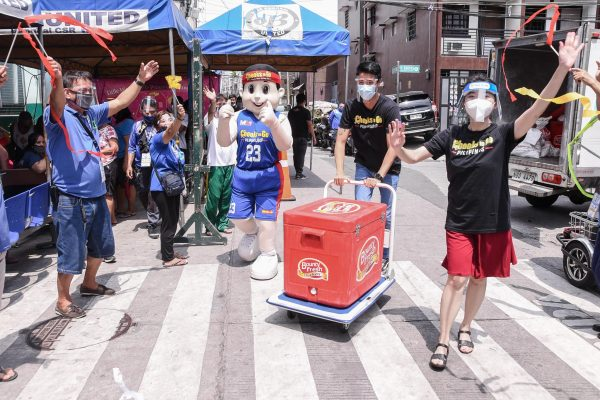 Manok ng Bayan Awardee Lorraine Pingol Shares Honor, Blessings with Makati Frontliners