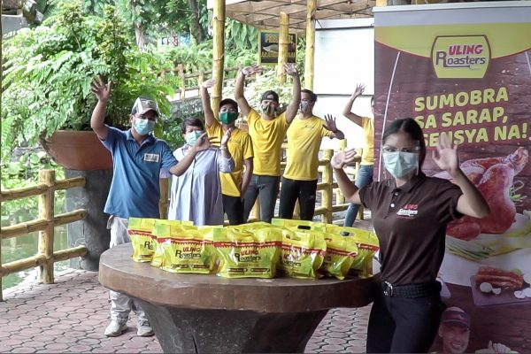 Uling Roasters Feeds Avilon Zoo Animals Affected by Pandemic