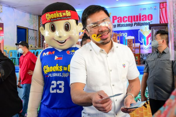 Manny Pacquiao, Chooks-to-Go Support QC Community
