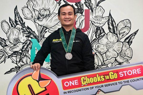Chooks-to-Go Gives Store to Onyok Velasco